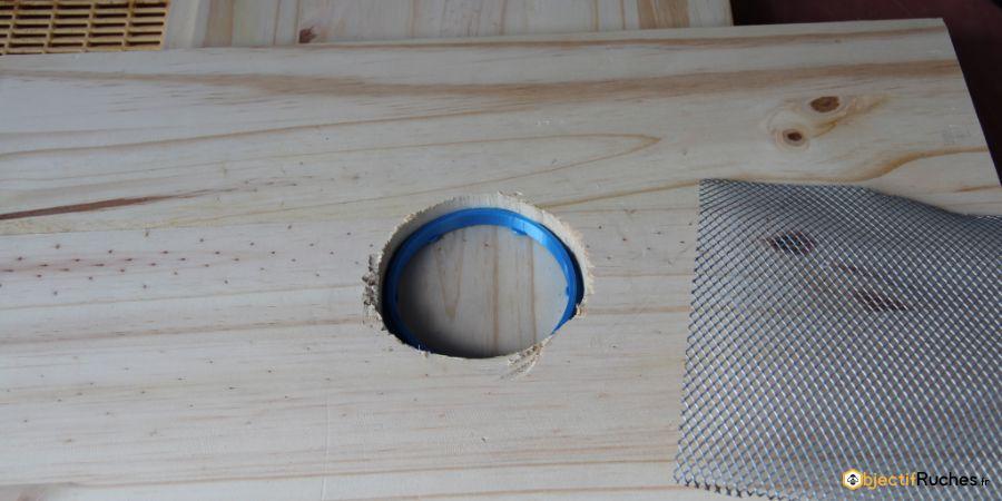 Percer à 82mm ou plus pour accueillir le réservoir à appât